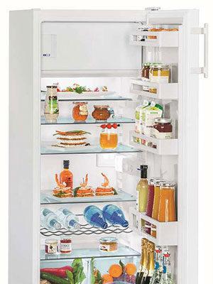 Mała lodówka to wszechstronne urządzenie. Jak możesz wykorzystać ją w swoim domu?